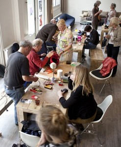 rc 560px-Repair_Cafe_by_Ilvy_Njiokiktjien